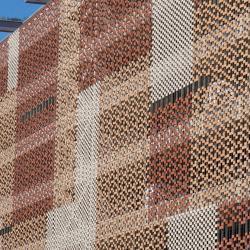 05 Parking Gare St Roch et son rideau de briques rouges
