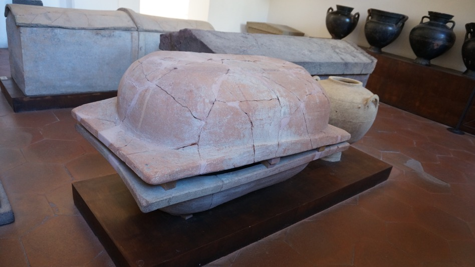 43 lipari baignoire sarcophage